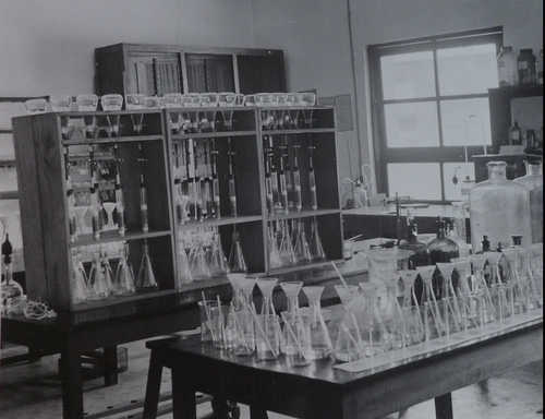 Soil sciences laboratory, Yangambi (Congo) - from the INEAC archives.
